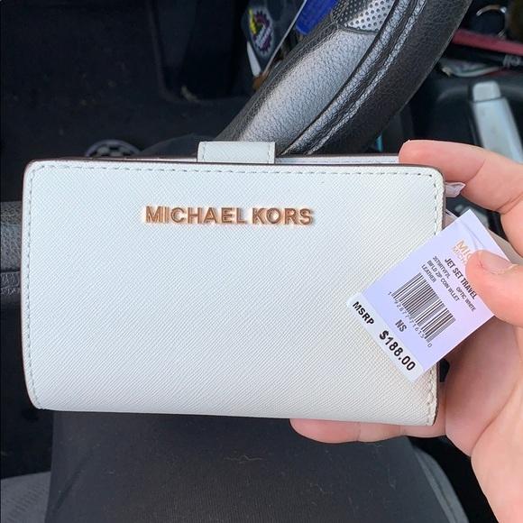 MICHAEL Michael Kors Handbags - Brand new Michael Kors Jet Set Travel Wallet!